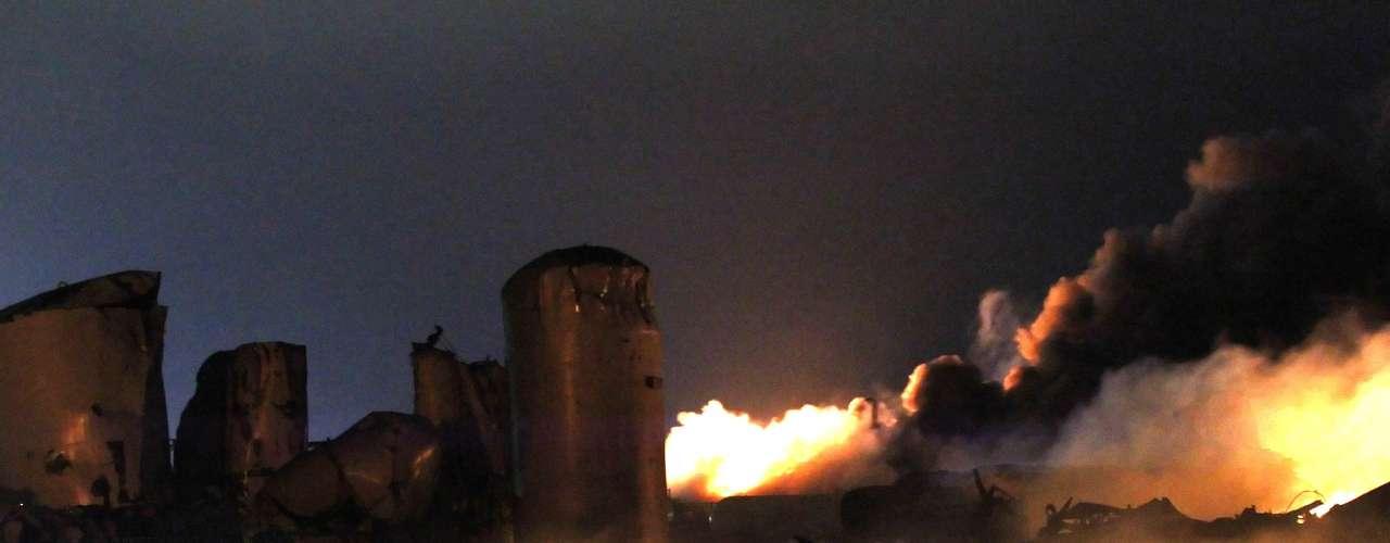 17 de abril -Fábrica ficou totalmente destruída após explosão