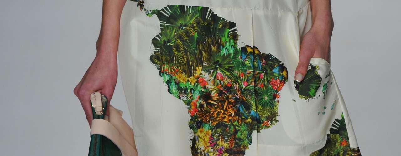 Estampa do look da Cantão mostra o continente africano