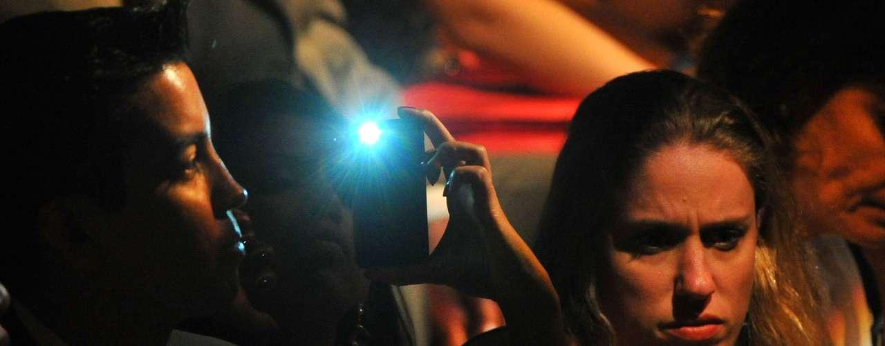 Espectador tira foto durante desfile
