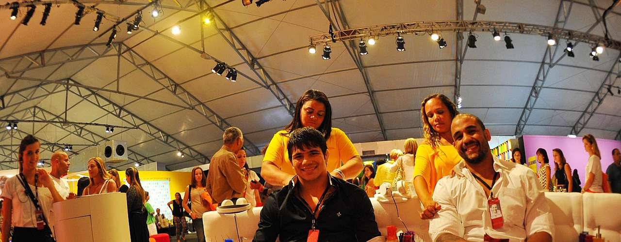 Erick e Feijão foram ao Fashion Rio também a convite da Salinas, e assistirão ao desfile da grife nesta quinta