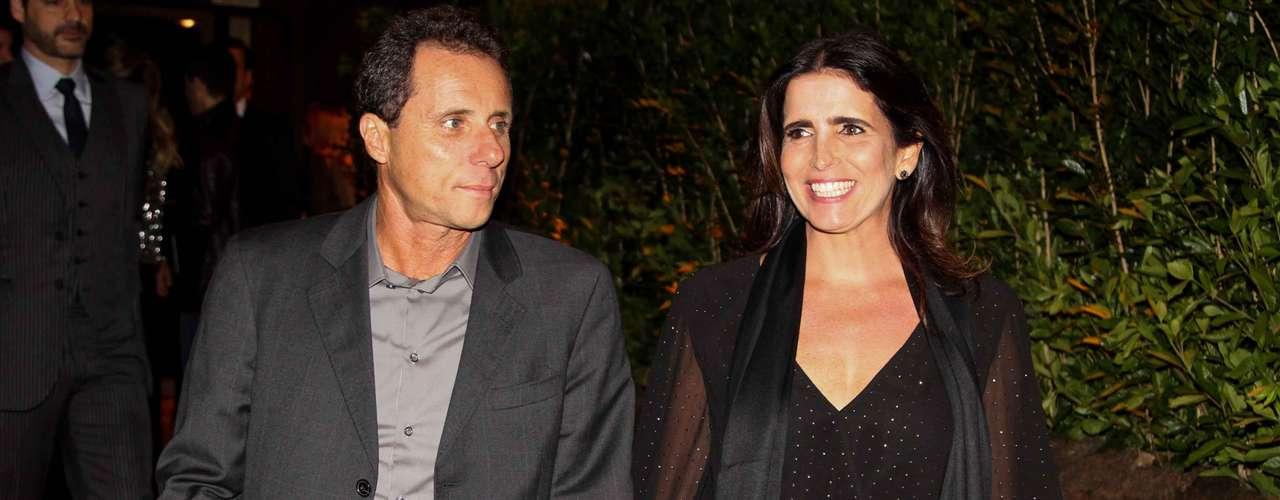 Malu Mader chegou acompanhada do marido, Tony Bellotto
