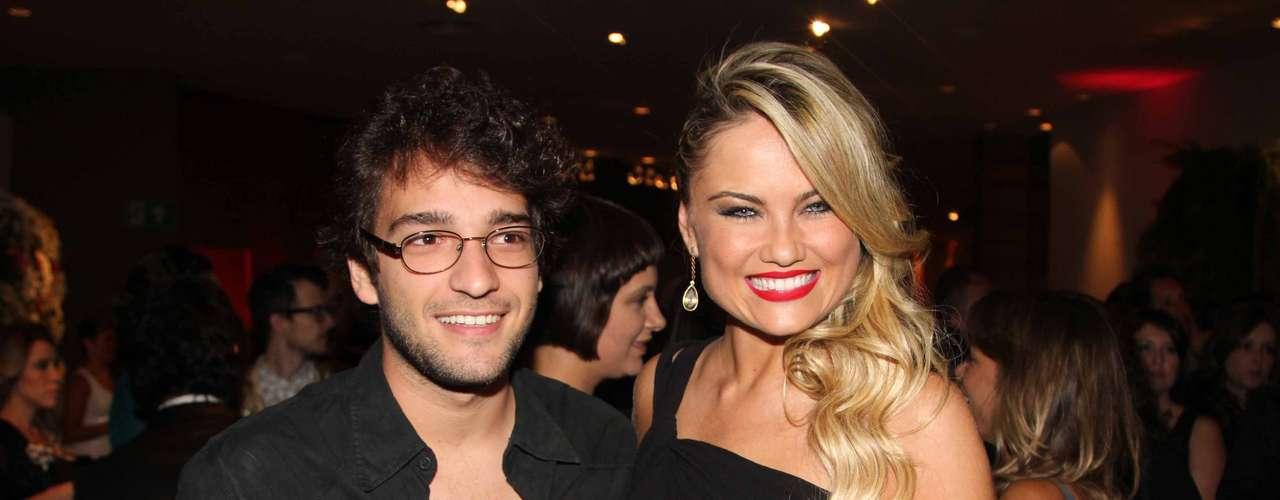 Humberto Carrão e Ellen Roche