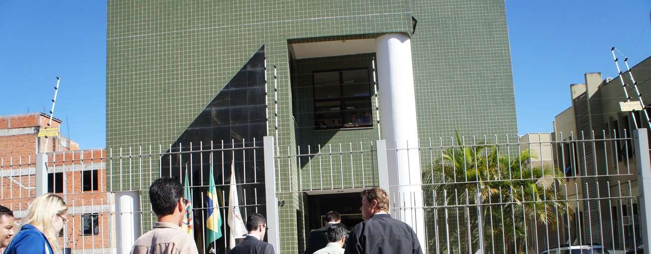 19 de abril -Pais se encontraram com promotores para se informar sobre detalhes do processo