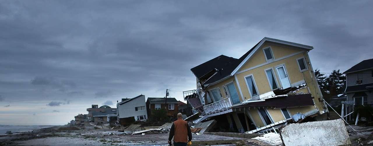 5º. Sandy Esse furacão, de 2012, foi um dos maiores a atingir os Estados Unidos em toda a história, com 1,5 mil quilômetros de diâmetro