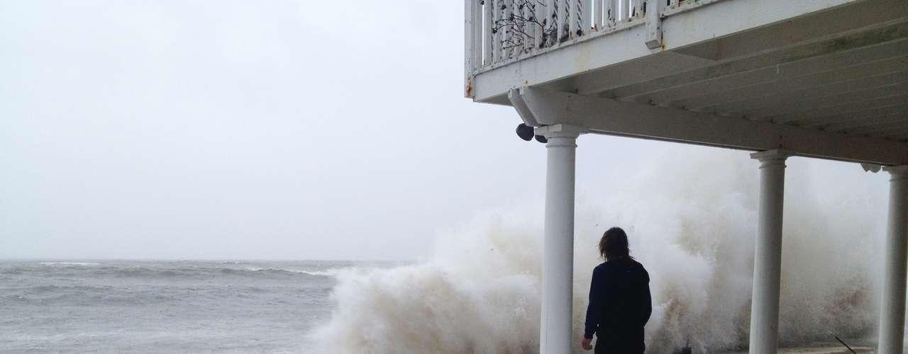 5º. Sandy Os ventos que chegaram à costa leste o deixaram apenas na categoria 1, mas causaram cerca de US$ 20 bilhões em prejuízos
