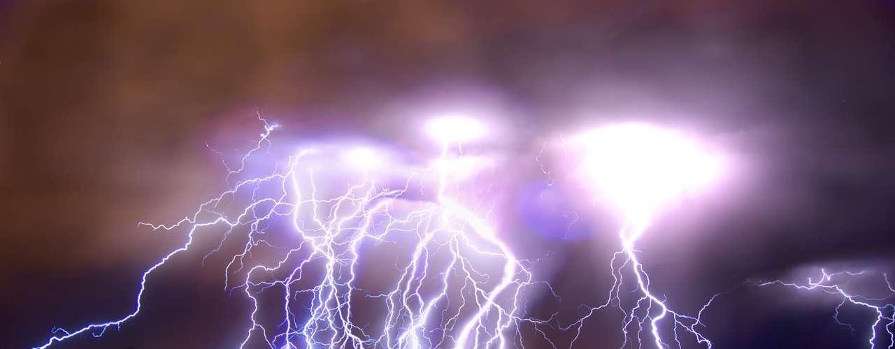 No Dia da Terra, selecionamos algumas das imagens mais impressionantes do nosso planeta.O guia turístico Roch Hart registrou uma tempestade elétrica em Albuquerque, no Estado americano do Novo México. A fotografia é resultado de uma exposição de 11 minutos