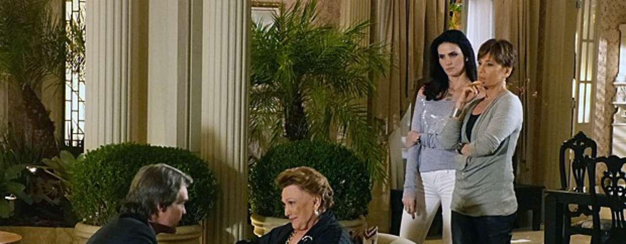 Amanda (Lisandra Souto) jogou tudo no ventilador e revelou a todos que Carlos (Dalton Vigh) não é herdeiro legítimo dos Flores Galvão. E diante da notícia bombástica, Leonor (Nicette Bruno) avisa que ele segue no comando da empresa