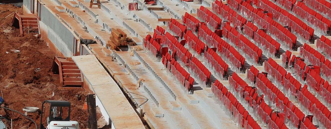 22 de abril de 2013: Estádio Nacional de Brasília corre para ficar pronto para a Copa das Confederações