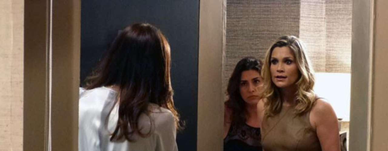 Érica enfrenta Lívia cara a cara no apartamento da bandida: 'Você é patética'