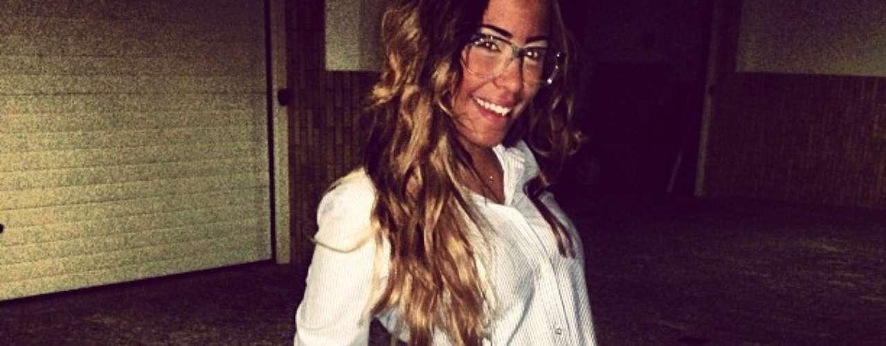 A morena comemorou a chegada da sexta-feira com foto em sua rede social