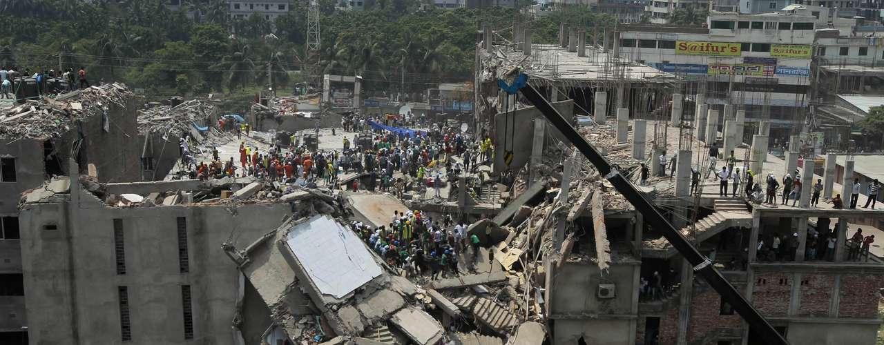 25 de abril -Imagem mostra a situação do prédio nesta quinta-feira