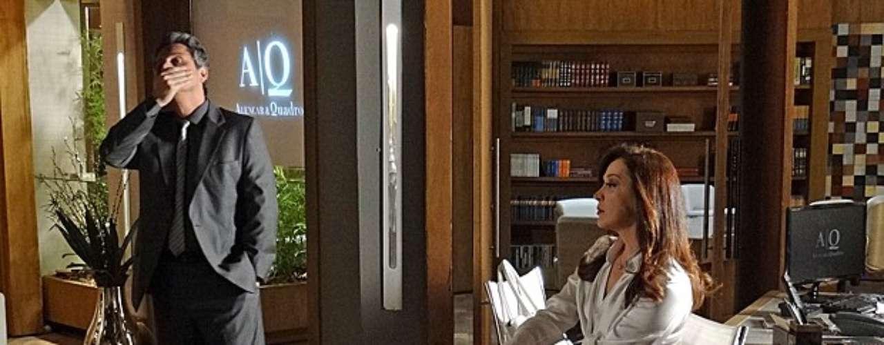 Desconfiado da veracidade do depoimento de Lívia (Claudia Raia), Stenio (Alexandre Nero) resolve parar o julgamento antes que tudo se complique. Irritada, a bandida questiona a decisão do advogado: \