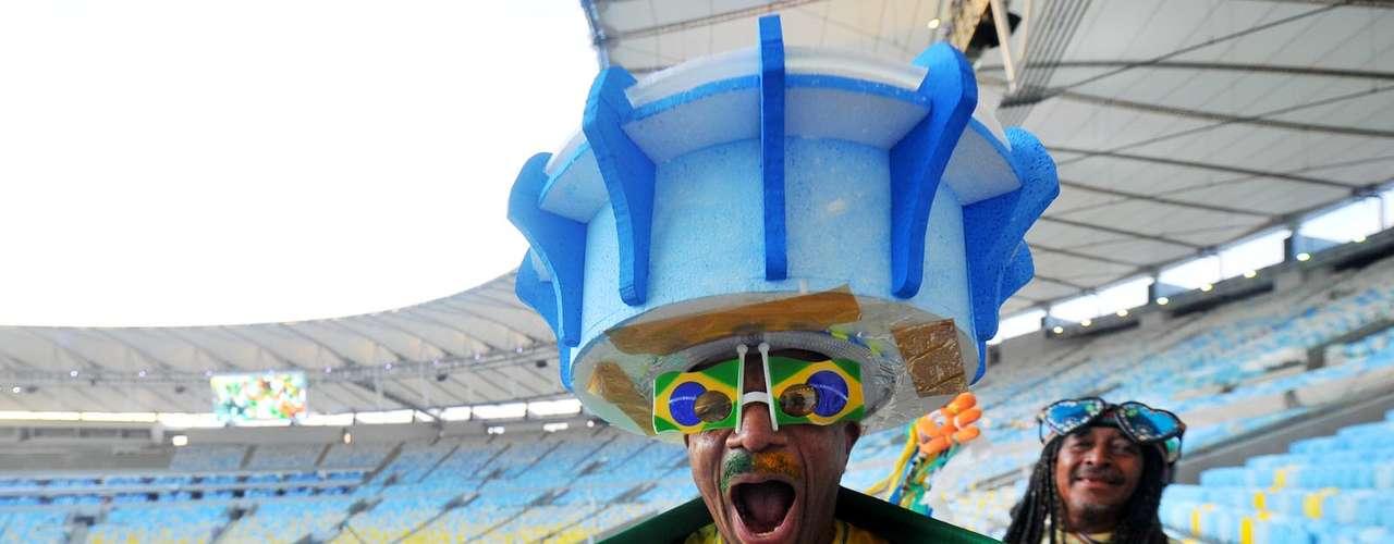 À parte dos problemas fora de campo, torcida compareceu animada ao Maracanã