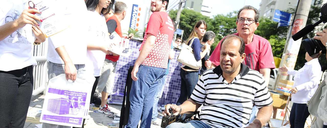 Homem se locomoveu até o campus da Uninove, em São Paulo, usando cadeira de rodas
