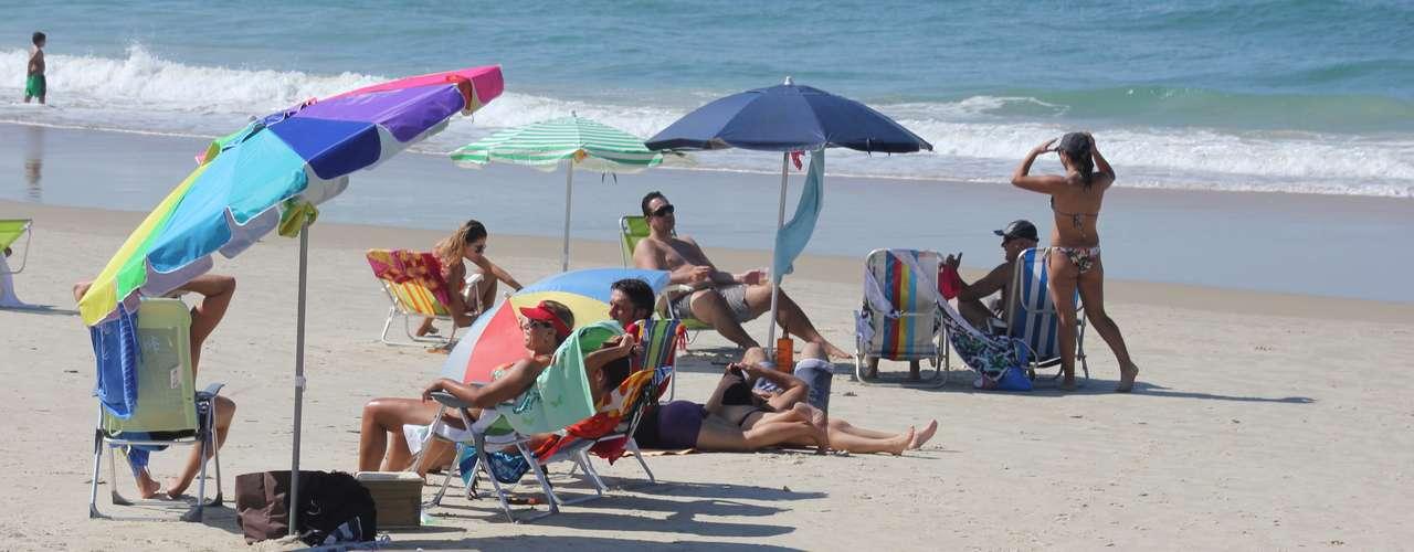 28 abril Não se descartam pancadas isoladas de chuva no litoral, principalmente durante a tarde