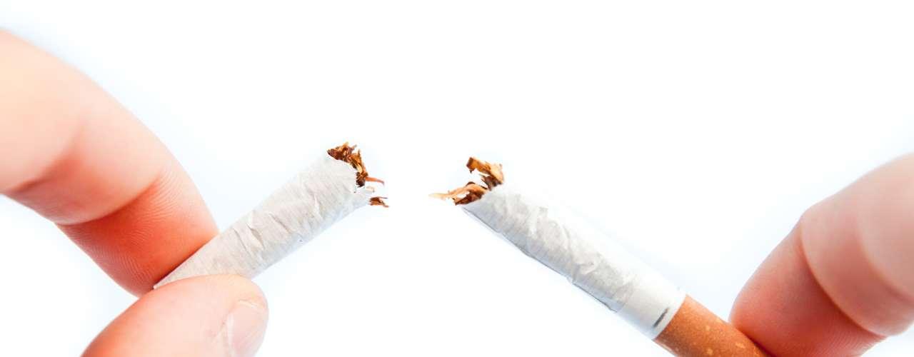 O que posso fazer para me livrar do HPV? Não há cura médica, mas cerca de 90% dos casos são resolvidos naturalmente pelo sistema imunológico em dois anos. Mesmo depois que desaparece, pode reaparecer mais tarde, especialmente se o sistema imunológico estiver enfraquecido. Para aumentar as chances de eliminar, não fume (cigarro pode dificultar a resposta imune), coma bem, durma o suficiente, pratique exercícios fiscos e aposte em vitaminas do complexo B