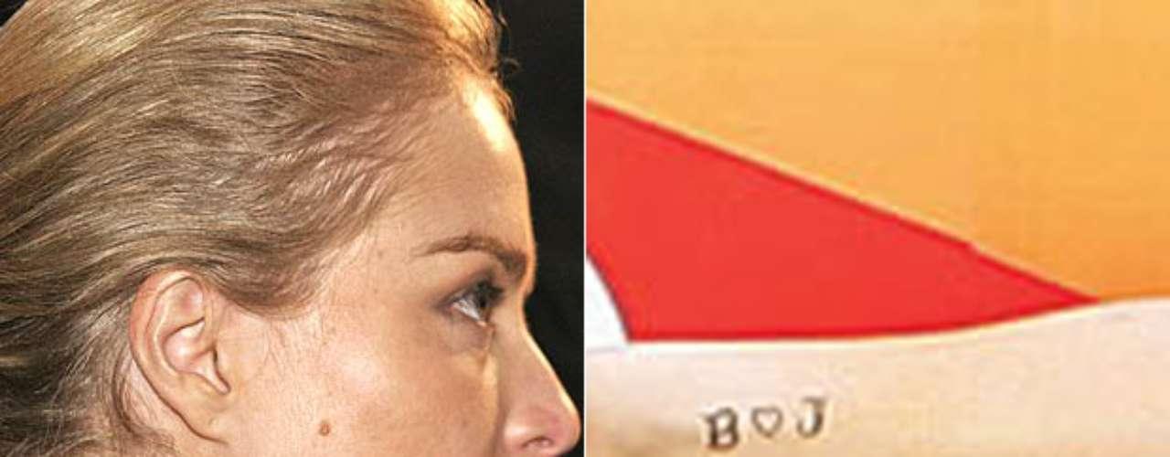 Angelica possui uma estrela de Davi e a letra L, em homenagem a Luciano Huck,tatuados no pescoço. No pulso a apresentadora leva as iniciais dos filhos e um coração