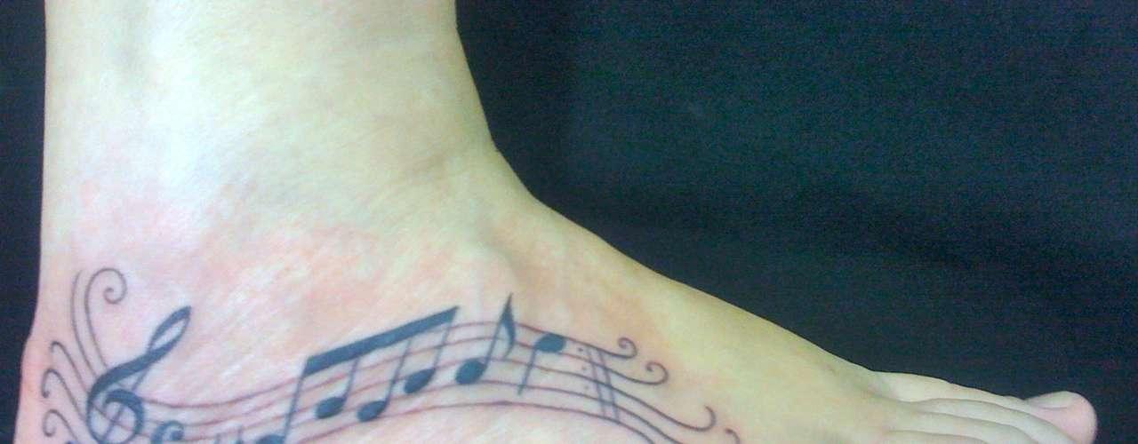 Tatuagem feita noLed's Tattoo para uma amante de música