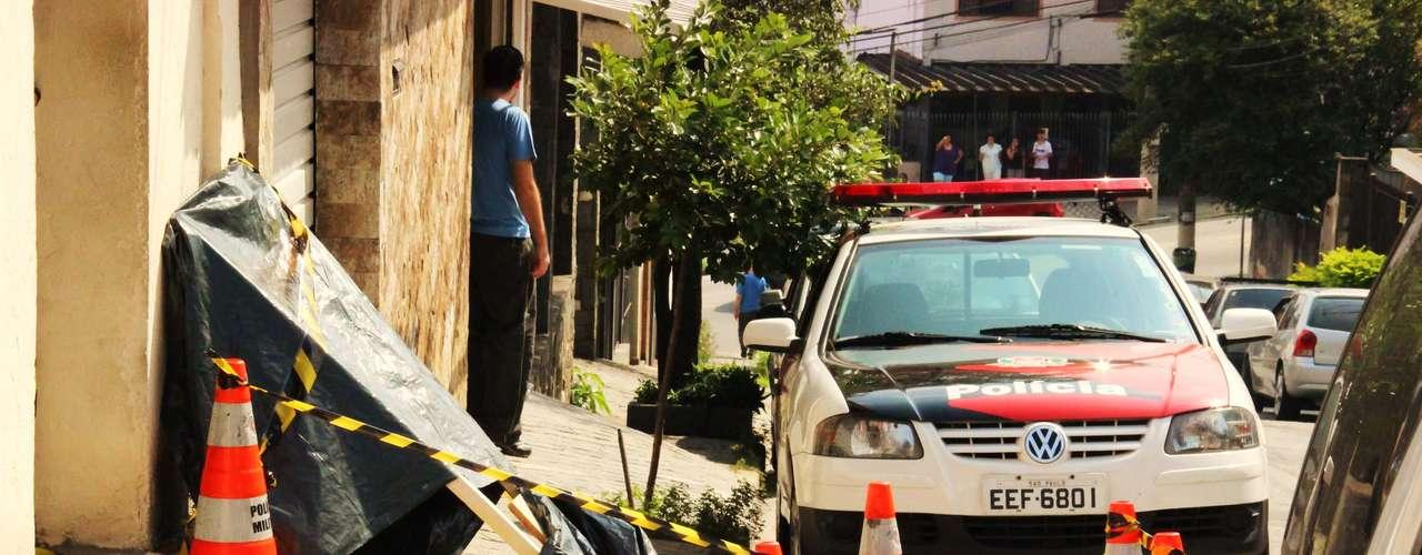 5 de maio -Corpo de uma mulher foi encontrado dentro de uma bolsa, na rua Leonel Furtado, no Limão, zona norte de São Paulo. Ela apresentava ferimentos no rosto e barriga, segundo policiais