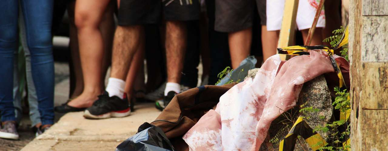 5 de maio - Corpo de uma mulher foi encontrado dentro de uma bolsa, na rua Leonel Furtado, no Limão, zona norte de São Paulo. Ela apresentava ferimentos no rosto e barriga, segundo policiais