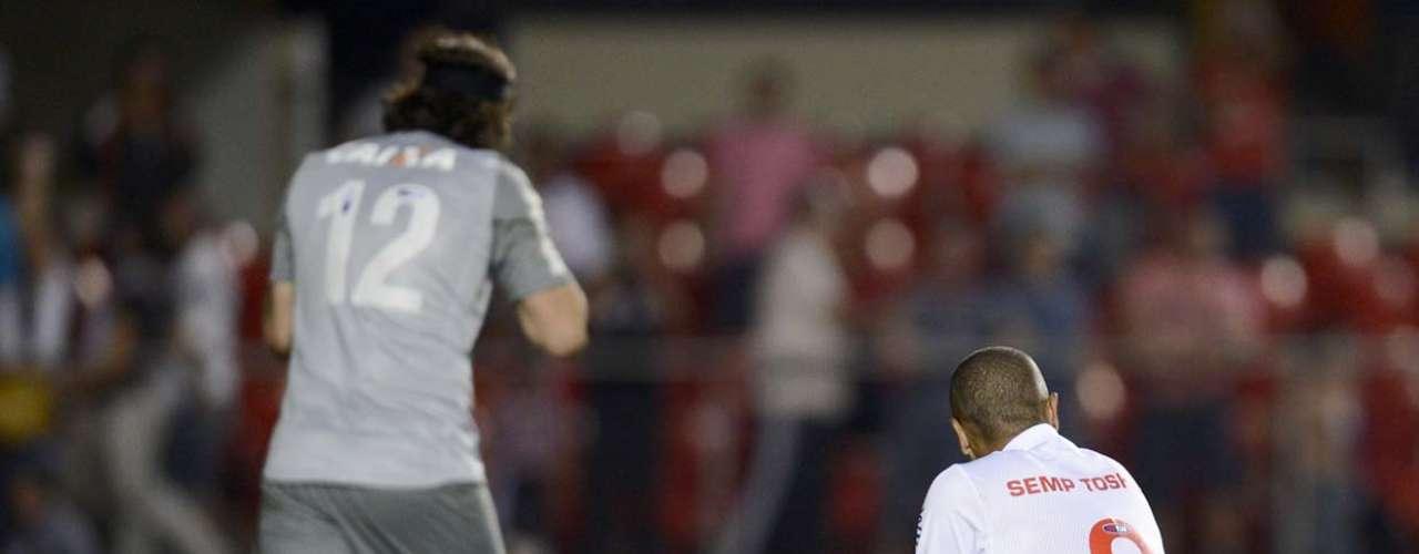 Com direito a pênalti desperdiçado por Luís Fabiano, o Corinthians eliminou o São Paulo e foi à final do Campeonato Paulista