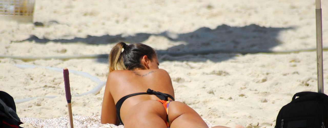 5 de maio Em mais um dia de sol forte no Rio de Janeiro, banhistas lotavam a praia de Copacabana na manhã deste domingo