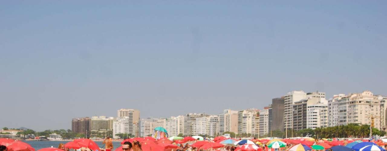 5 de maio Segundo a Climatempo, o ar seco impede a formação de nuvens e deixa o tempo aberto durante todo o dia no Rio