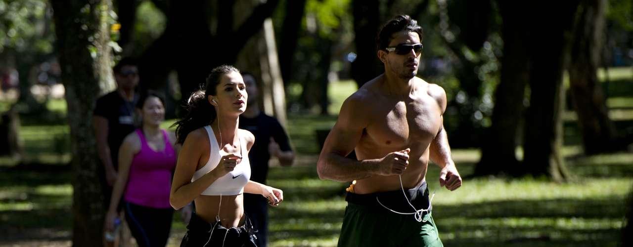 7 de maio -Público aproveita dia no parque do Ibirapuera em São Paulo nesta terça-feira. Ar polar deve deixar o tempo aberto e a temperatura baixa em São Paulo hoje