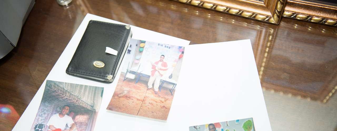 7 de maio -Fotos do suspeito foram apreendidas pela polícia
