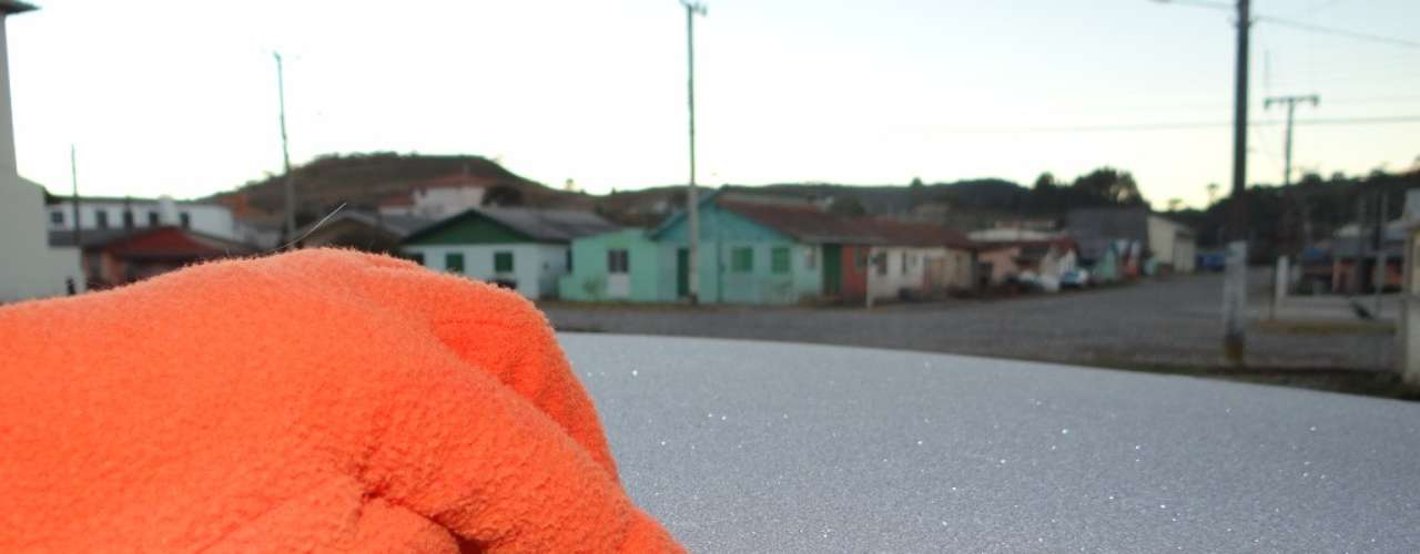 9 de maio - Urupema (SC) voltou a registrar geada no amanhecer desta quinta-feira