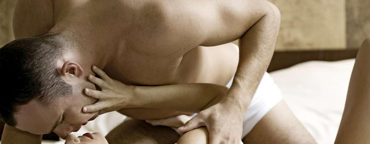 Observa-se que vida sexual ativa e frequente, por estimulação e atrito da parede vaginal, pode retardar a atrofia vaginal, mas isso não vai impedir que, com o avançar da idade, o quadro se instale gradativamente