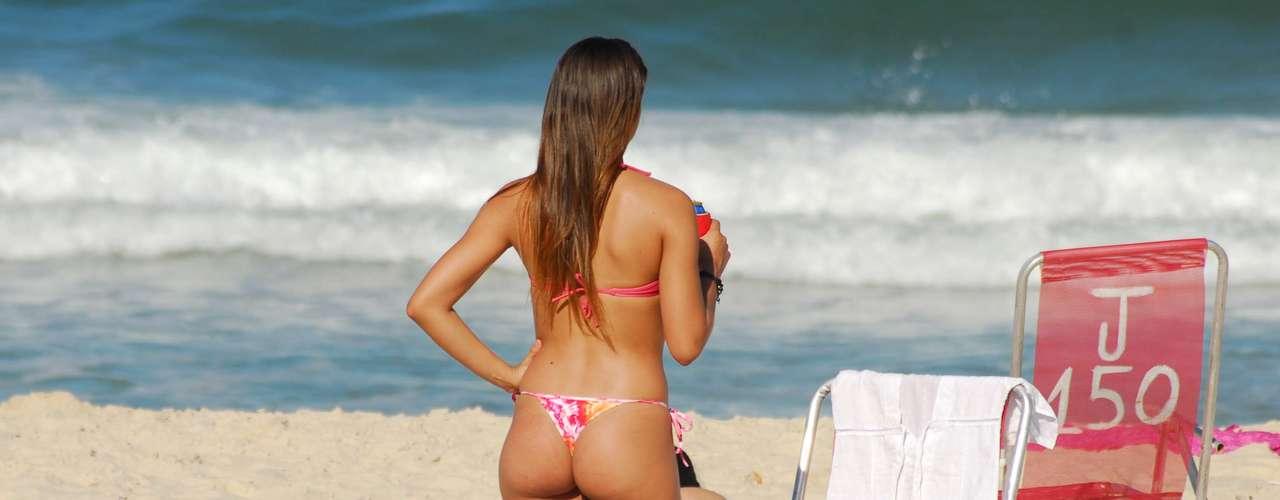 11 de maio - Banhistas aproveitam o sábado de sol e calor nas praias do Rio de Janeiro