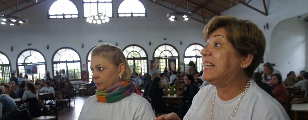 12 de maio Anjos foram um presente da depiladora Hagar Fernandes, que os trouxe de Santos (SP)