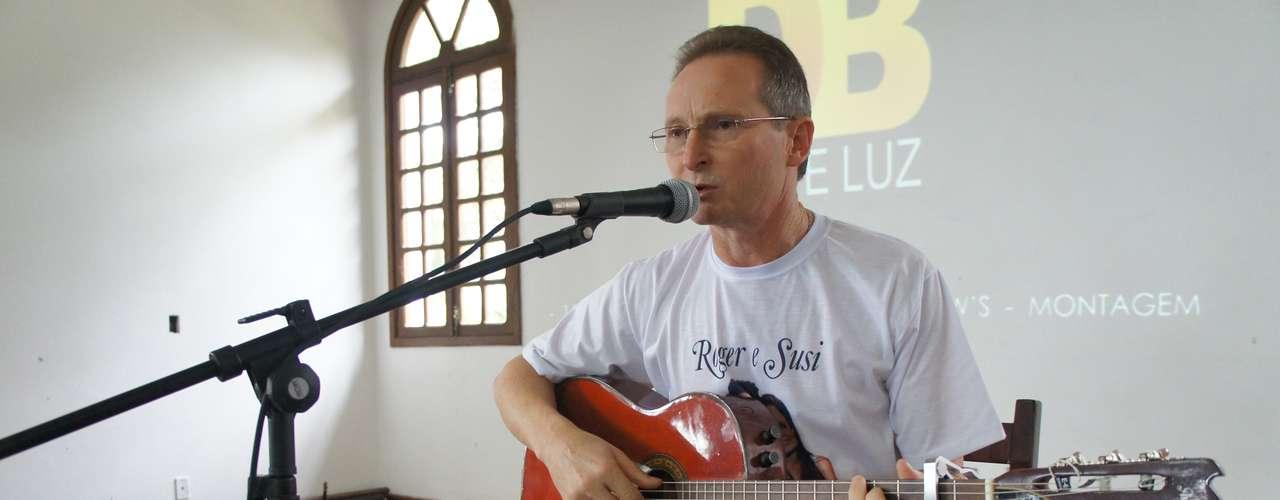 12 de maio Rosalino Cassol, que perdeu a filha e o genro no incêndio, apresentou músicas que fez para confortar os familiares das vítimas