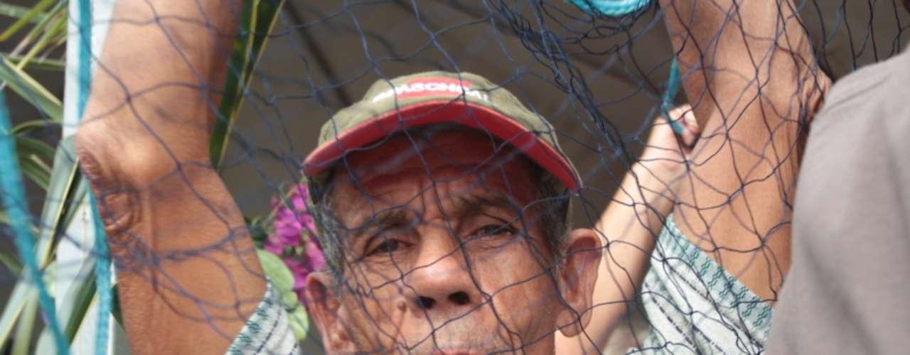 No último dia 1° de maio, Dia do Trabalhador, uma outra cerimônia reuniu pescadores na praia do Campeche, em Florianópolis