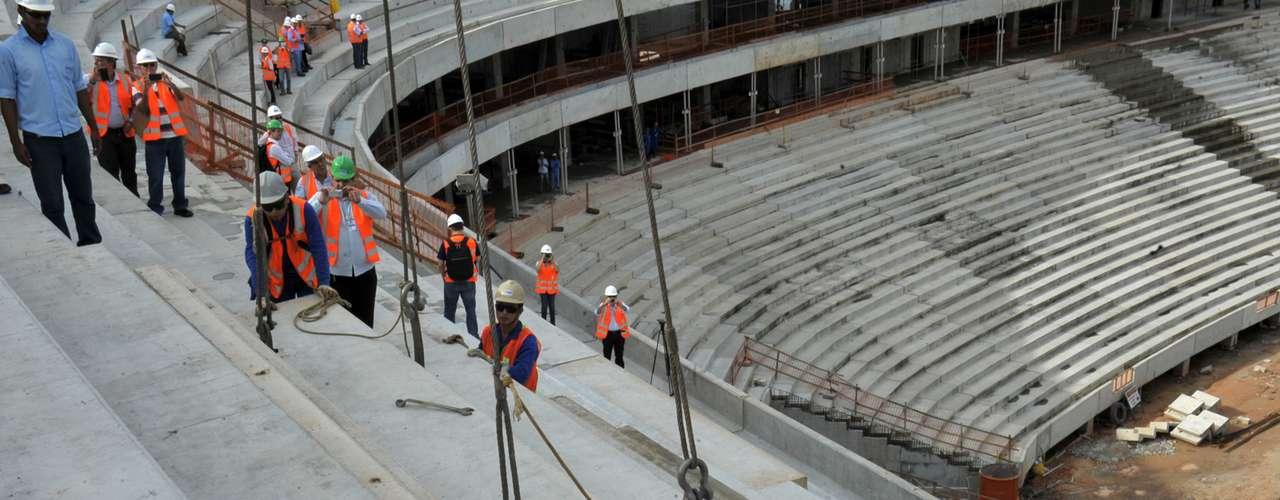 13 de maio de 2013: foi concluída a montagem das arquibancadas da Arena da Amazônia. Faltam os acabamentos e montagem da cobertura
