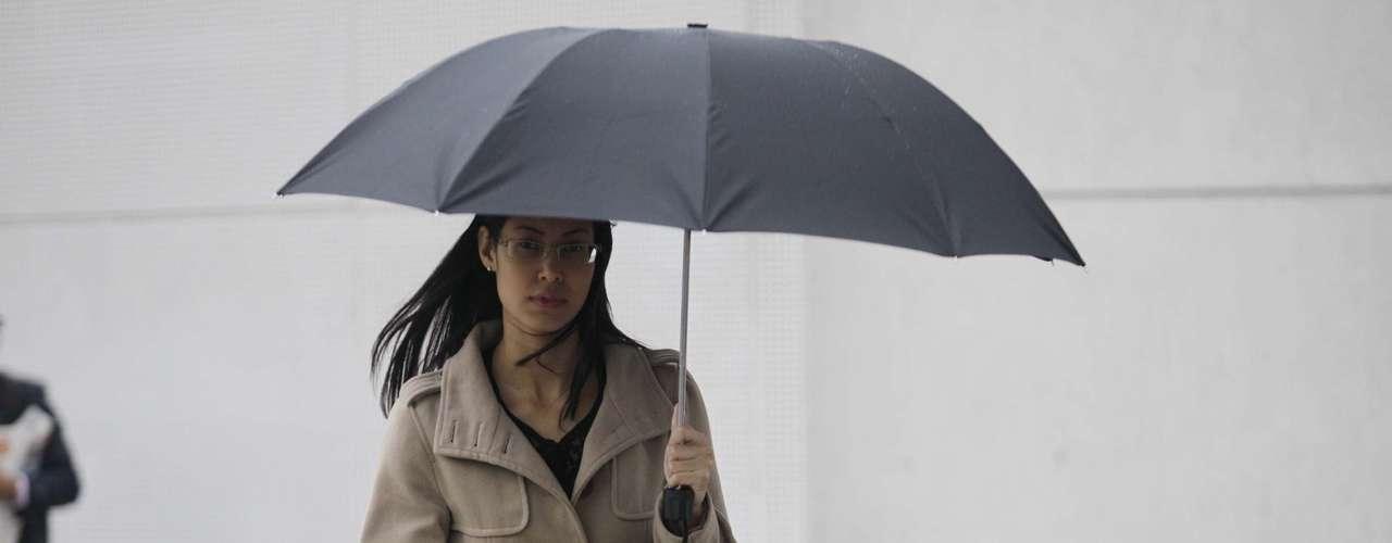 17 de maio Além do frio, nuvens carregadas provocaram chuva fraca
