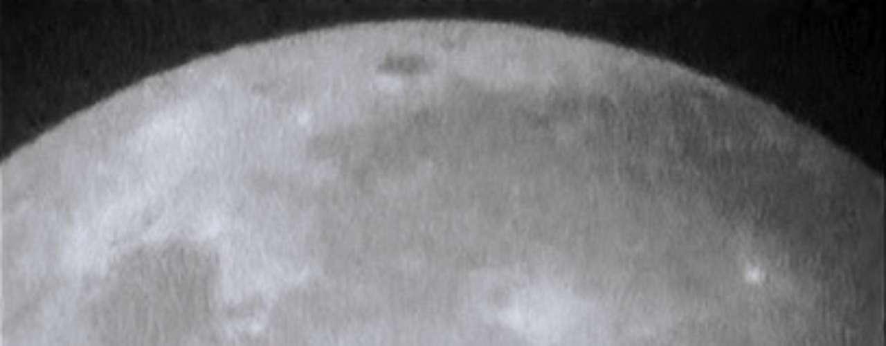 Uma rocha atingiu a Lua - o que levou ao impacto mais poderoso já registrado no nosso satélite natural.