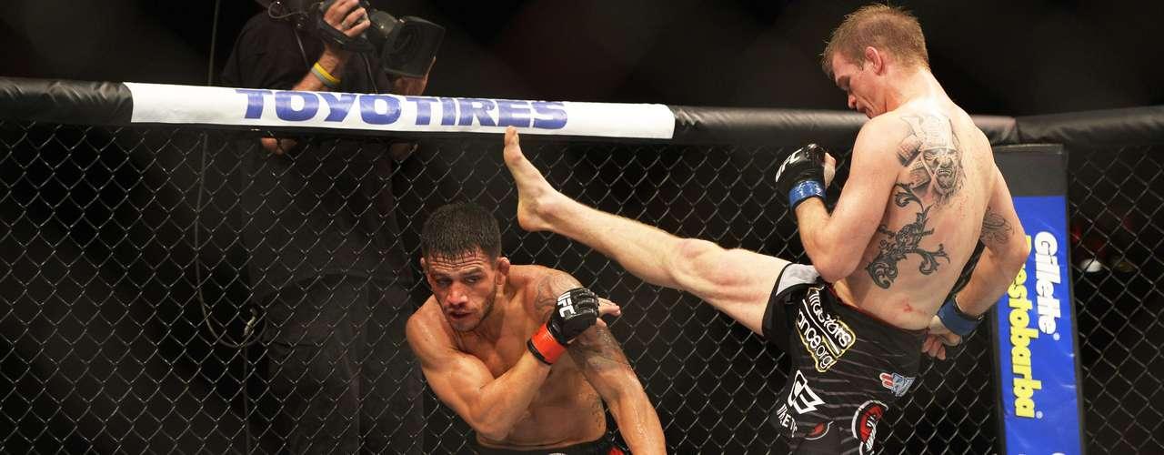 A segunda luta do card principal foi marcada pela polêmica vitória de Rafael dos Anjos sobre o americano Evan Dunham. A arbitragem declarou o brasileiro vencedor por pontos, mas a decisão não agradou nem o presidente do UFC, Dana White