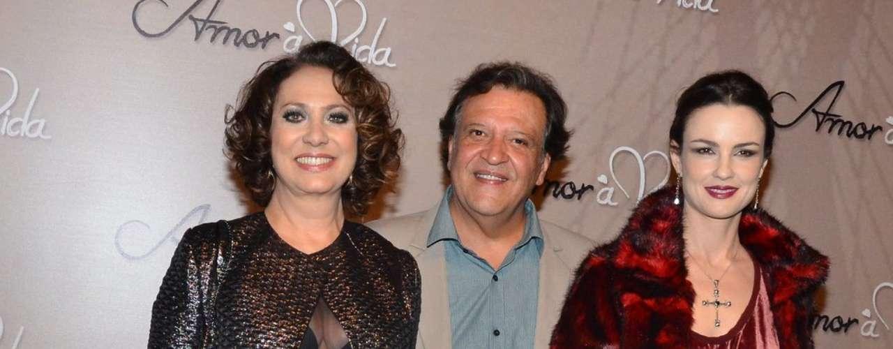 Elenco da novela Amor à Vida, que estreia na TV Globo nesta segunda-feira (20), se reuniu em um buffet, em São Paulo, para o lançamento oficial da nova trama das 21h
