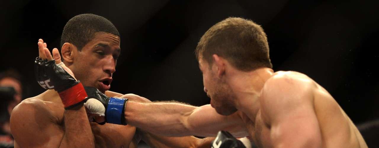 O card preliminar terminou com a primeira vitória de um lutador estrangeiro em Jaraguá do Sul: o americano Nik Lentz superou Hacran Dias por decisão dos árbitros