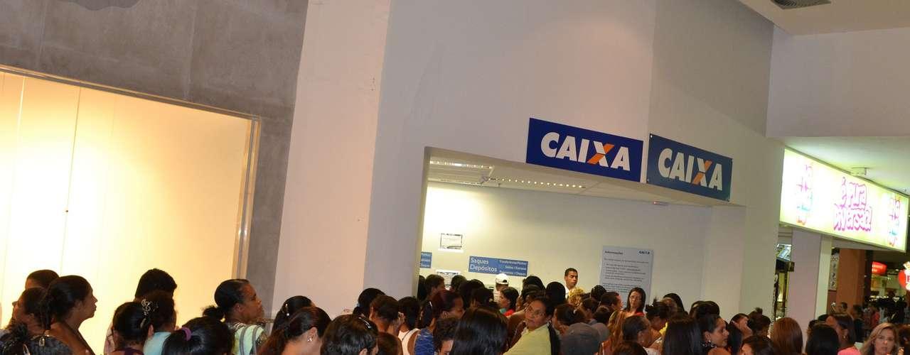 20 de maio - Boato de fim do Bolsa Família também repercutiu na Bahia e gerou filas em Itabuna