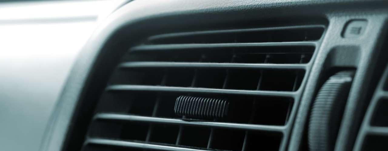 Carros com ar condicionado têm filtro para purificar o ar que vem da rua para dentro dos veículos