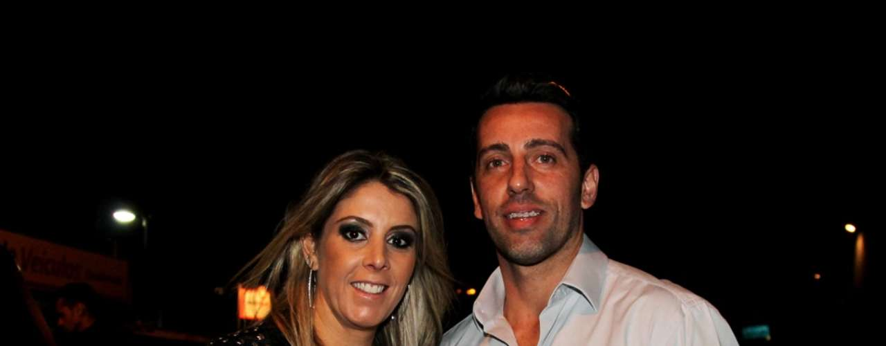 Ex-jogador e dirigente Edu Gaspar chegou acompanhado da esposa Paula