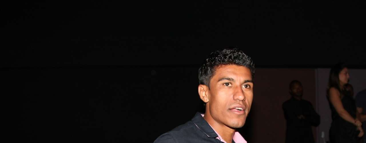 Em meio a especulações sobre uma possível transferência, volante Paulinho curtiu a noite
