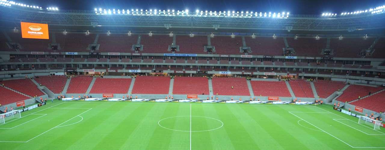 22 de maio de 2013: Com quase cinco meses de atraso, Arena Pernambuco finalmente é inaugurada, com o amistoso entre Náutico e Sporting de Lisboa, de Portugal