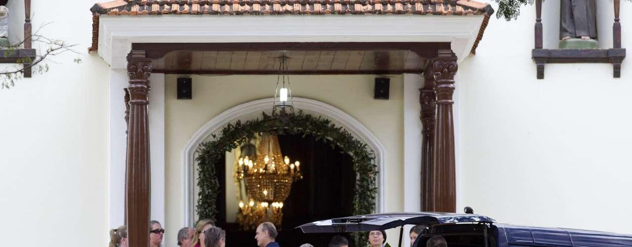 O velório acontece na capela Nossa Senhora de Lourdes, mesmo local onde as vítimas se casaram em 2004