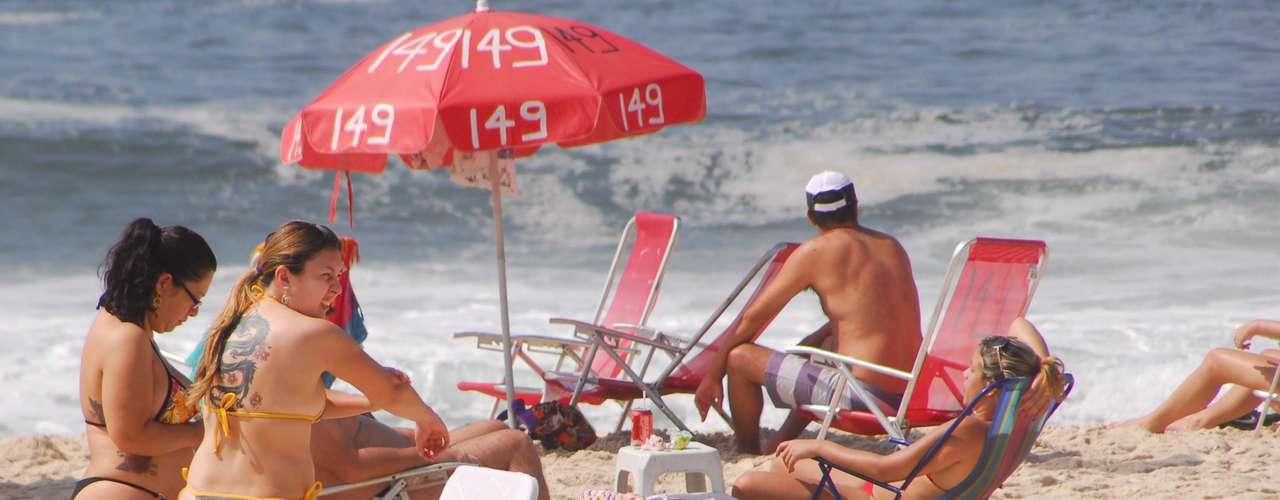 25 de maio - O sábado de sol e temperatura agradável movimentou as praias cariocas desde cedo