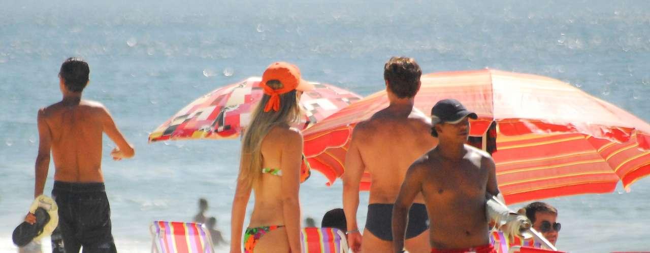 26 de maio Banhistas aproveitam domingo de sol e calor na praia de Copacabana, na zona sul do Rio de Janeiro