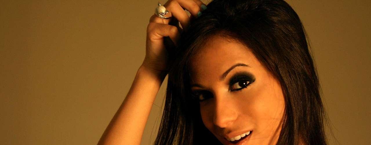Anitta (suposto affair de Neymar)